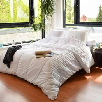Couette légère anti transpirante 200 gr/m² 140 x 200 cm pour lit 1 place 90 x 190 cm