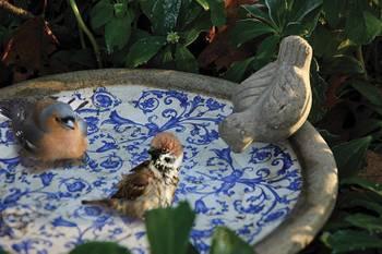 Bain d'oiseau en céramique patiné