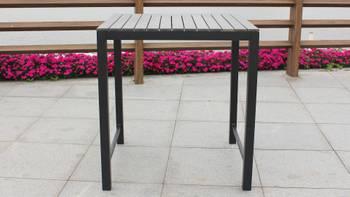 Table haute de jardin et 4 tabourets en aluminium